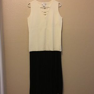 Gorgeous Knife Pleat Maxi Skirt!  Size small.